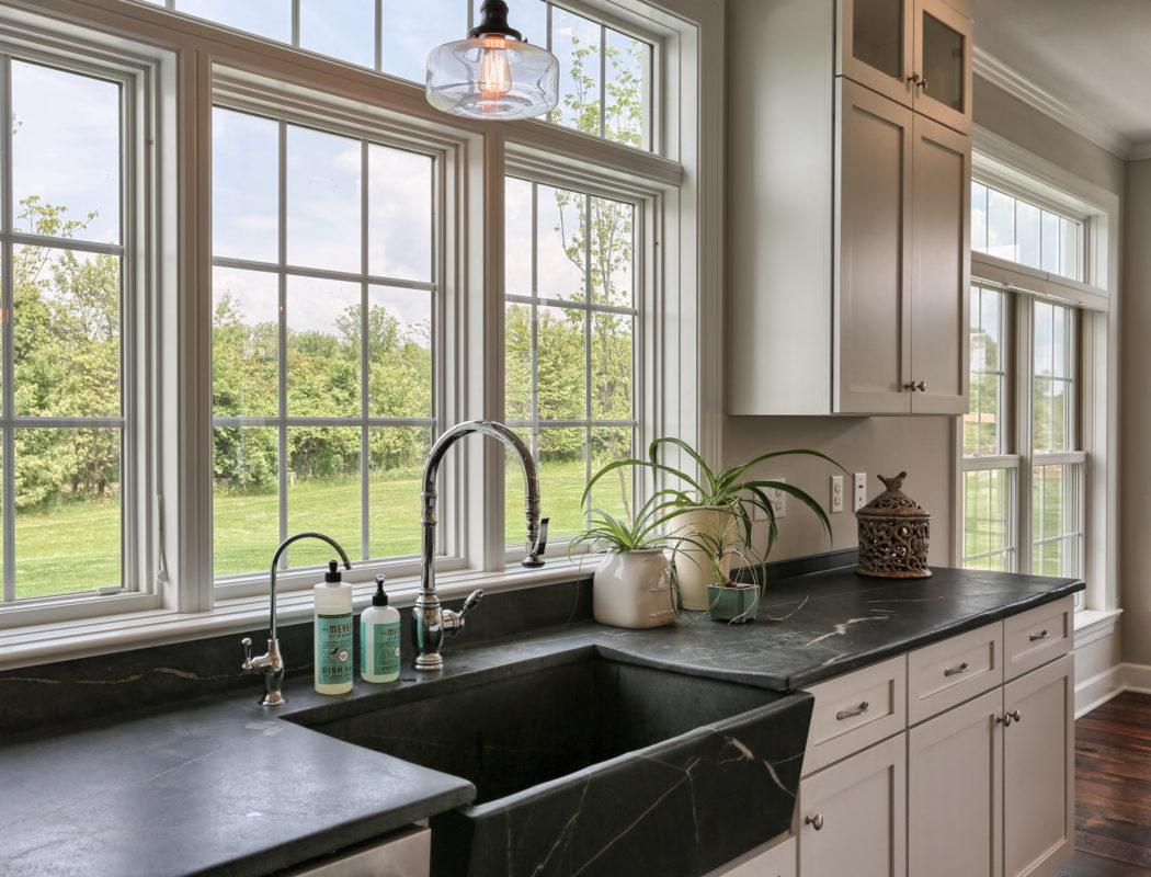country farmhouse kitchen sink