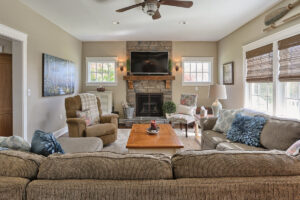 craftsman cottage living room