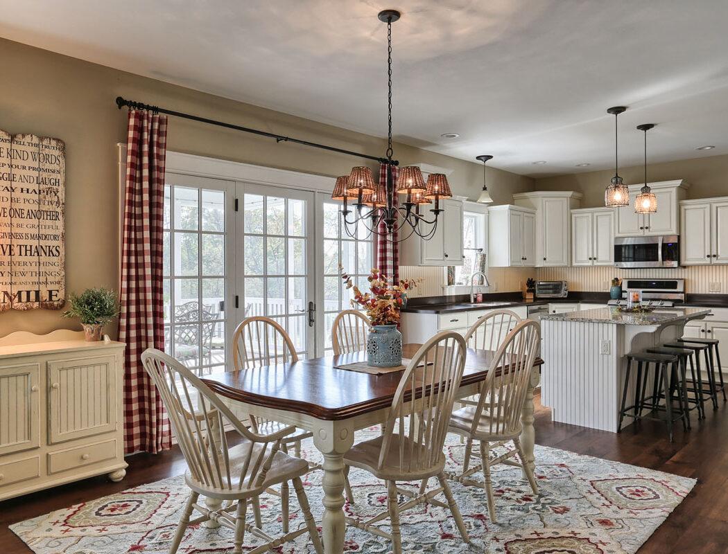 craftsman cottage eat in kitchen